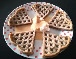 Waffle al forno con crema allo yogurt
