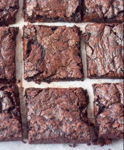 Brownies tagliato a pezzi quadrati