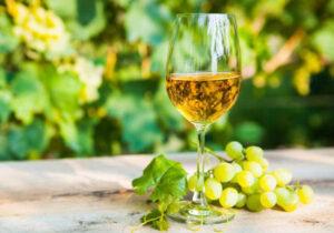 Vino Marsala con grappolo d'uva