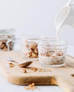 Immagine colazione con latte vegetale